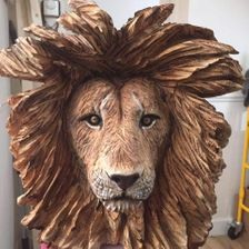 Male lion head, life size